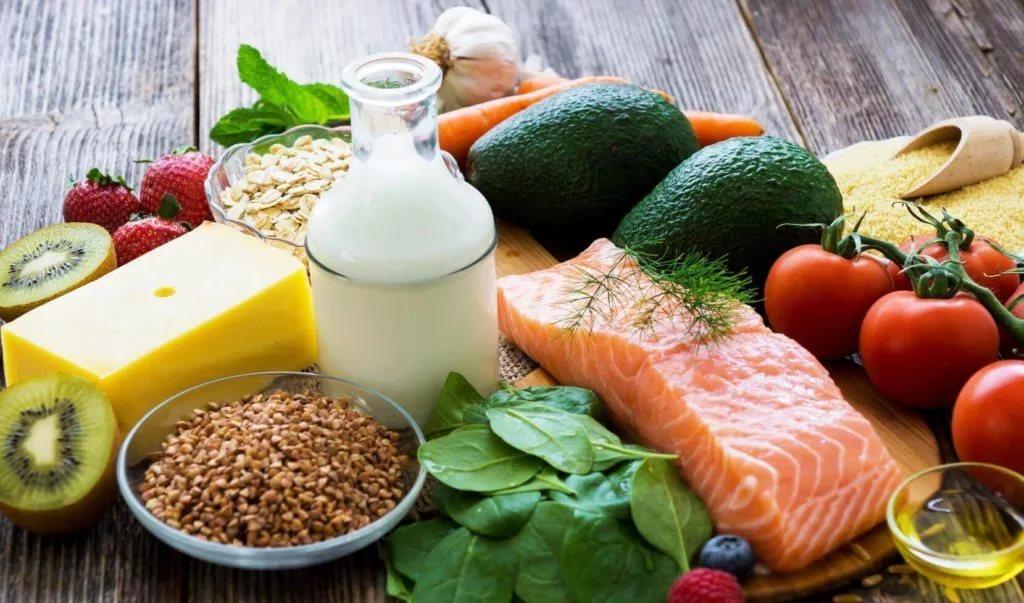 При отрыжке воздухом в первую очередь проводится коррекция пищевых привычек и диеты